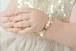 انتخاب دستبند طلا برای نوزاد دختر