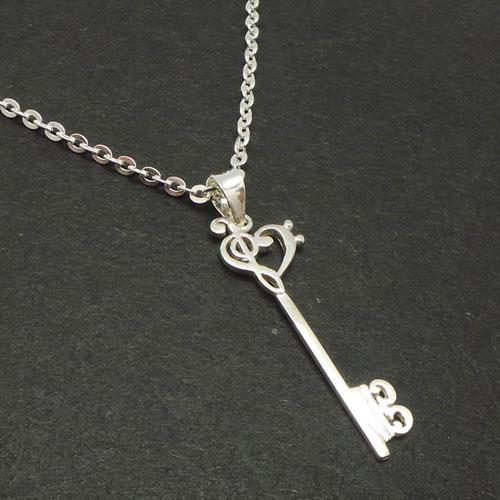 گردنبند نت موسیقی با طرح کلید و قلب