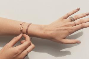 چه جواهراتی به رنگ پوست شما می آیند