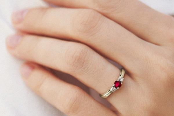 انگشتر گارنت قرمز